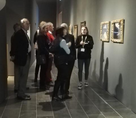 Museumsguides führen beim Neujahrsempfang des Museums Wiesbaden