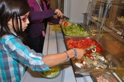 Nachmittagsbetreuung: Essensausgabe in der Mensa