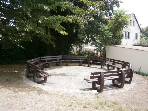 Schulhofgestaltung: Neue Sitzgruppe (2014)
