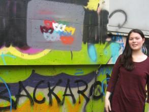 Graffitiworkshop: Daniela mit ihrem fertigen Stencil