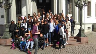 Austausch mit La Réunion 2015: Gruppenbild vor dem Landtag