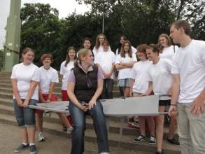 Schulsanitätsdienst: Gruppenfoto mit Frau Nicolay